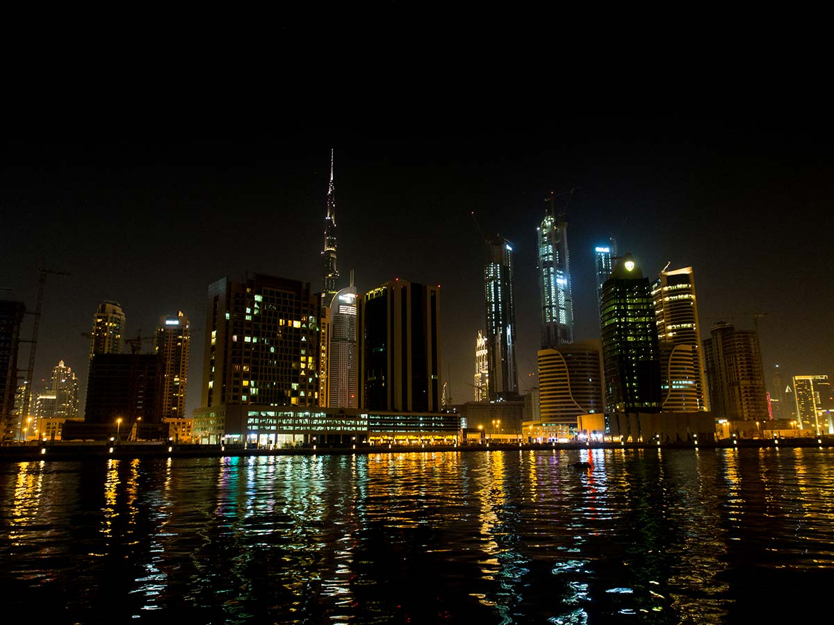 Business Bay Skyline bei Nacht